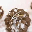 Anillo de compromiso fino en oro blanco 18k con media vuelta de brillantes (74B0070)