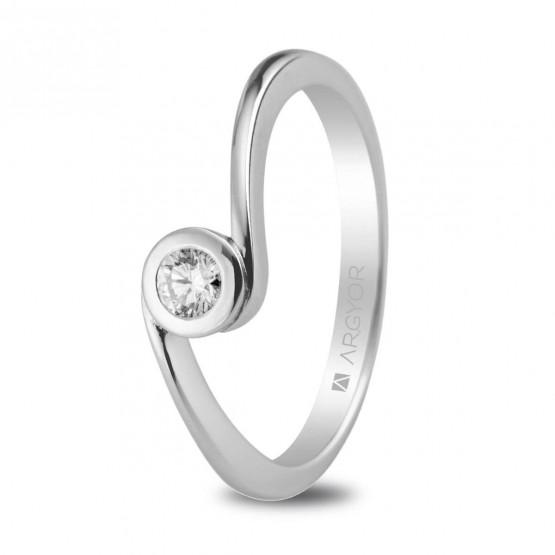 Anillo de platino con 1 diamante 0.10ct (74B0007)