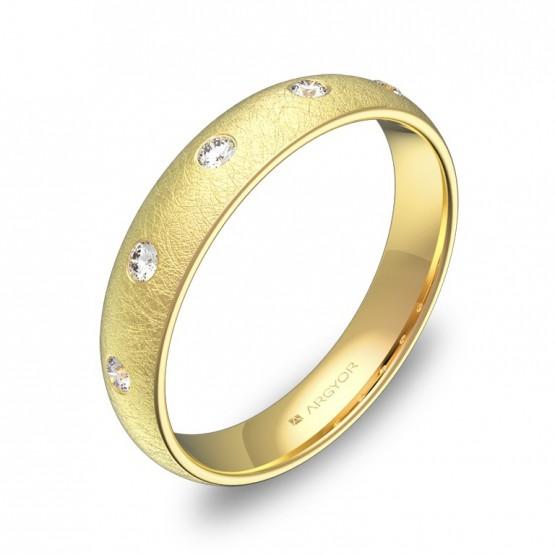 Alianza de media caña gruesa en oro con diamantes A0140H5BA