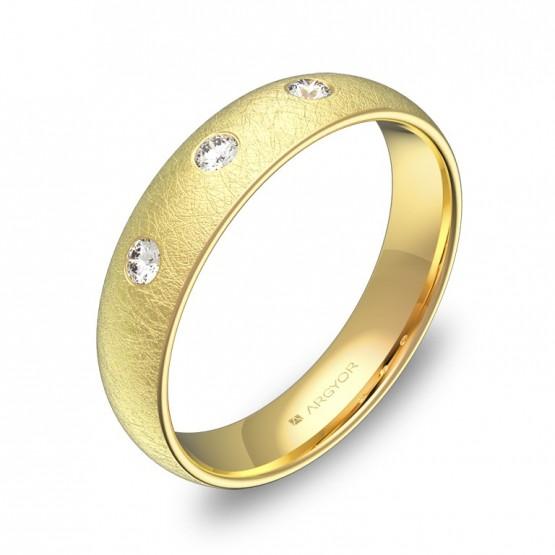 Alianza de oro amarillo hielo 4,5mm con diamantes A0145H3BA