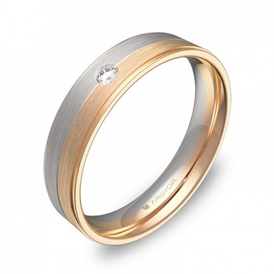 Alianza de boda bicolor con ranuras y biseles con diamante D0545C1BR