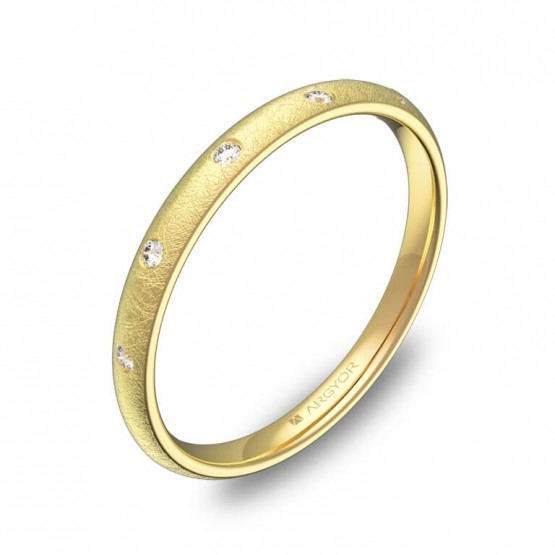 Alianza de 2mm oro amarillo hielo con diamantes A0120H5BA
