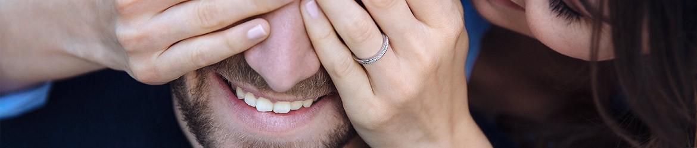 Anillos de compromiso de oro blanco de 18k con diamantes | Argyor.es
